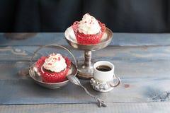 Deux petits gâteaux doux Photo stock