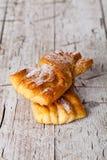 Deux petits pains cuits au four frais de sucre photographie stock