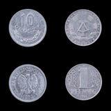 Deux pièces de monnaie collectables sur un fond noir Photos libres de droits