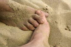 Deux pieds croisant à l'amour Images libres de droits