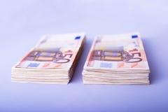 Deux piles de cinquante euro photo libre de droits