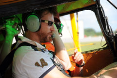Deux pilotes testant la radio Photographie stock