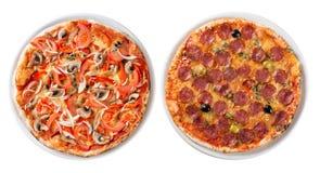 Deux pizzas italiennes ont isolé la vue supérieure photographie stock libre de droits