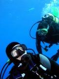 Deux plongeurs photo stock