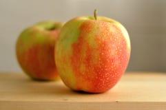 Deux pommes fraîches Photo stock
