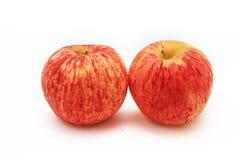 Deux pommes rouges avec le fond blanc d'isolat Photos stock