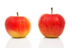 Deux pommes rouges juteuses Image libre de droits
