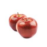 Deux pommes rouges mûres d'isolement Photographie stock libre de droits