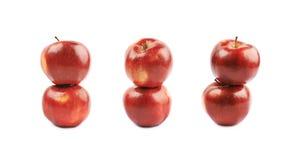 Deux pommes rouges mûres d'isolement Images stock