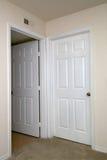 Deux portes intérieures une fermées Photos stock