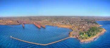 Deux ports est la communauté sur le rivage du nord du lac Supérieur i photographie stock libre de droits