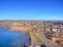 Deux ports est la communauté sur le rivage du nord du lac Supérieur i images stock