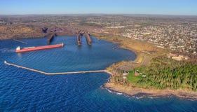 Deux ports est la communauté sur le rivage du nord du lac Supérieur i photos stock
