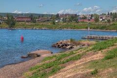 Deux ports est la communauté sur le rivage du nord du lac Supérieur i photos libres de droits