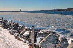 Deux ports est la communauté sur le rivage du nord du lac Supérieur i image stock