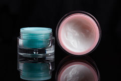 Deux pots crèmes de couleur Image stock