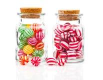 Deux pots en verre remplis de sucrerie Images stock