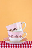 Deux rétro tasses de thé de type Photographie stock