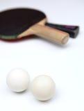 Deux raquettes et billes de ping-pong Photos libres de droits
