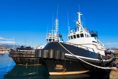 Deux remorqueurs dans le port Photos libres de droits
