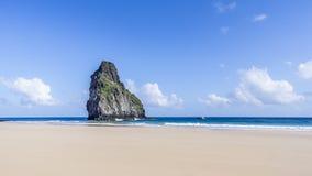 Deux roches de frères à la plage de Cacimba en Fernando Noronha Brazil image libre de droits