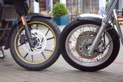 Deux roues de différentes motos Image stock