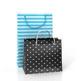 Deux sacs en papier colorés pour l'achat Images stock