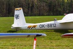 Deux-Seat acrobatique aérien entièrement métallique a laissé le planeur de L-13AC Blanik Photos libres de droits