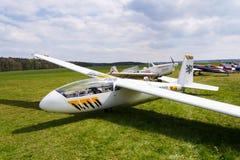 Deux-Seat acrobatique aérien entièrement métallique a laissé le planeur de L-13AC Blanik Photographie stock libre de droits