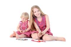 deux soeurs 9 ans et de 1 an Image libre de droits