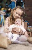 Deux soeurs dans l'amour Le concept de la famille Photo libre de droits