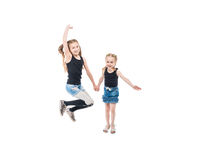 Deux soeurs jouant, souriant et tenant des mains Images stock