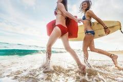 Deux surfers de dame Images libres de droits