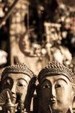 Deux têtes de Bouddha dans la sépia Photo libre de droits