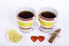 Deux tasses coeurs de thé et de chocolat Images libres de droits