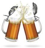 Deux tasses de bière avec de la bière Images stock