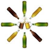 Deux tasses de bière, bouteilles Photographie stock