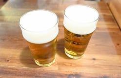 Deux tasses de bière Images stock