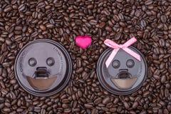 Deux tasses de café dans l'amour Image libre de droits