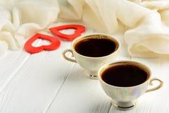 Deux tasses de café le jour du ` s de St Valentine Image stock