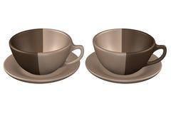 Deux tasses de café sur la soucoupe, sur le fond blanc Image stock