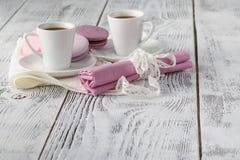Deux tasses de café sur le fond blanc Images libres de droits