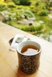 Thé dans le jardin photographie stock libre de droits