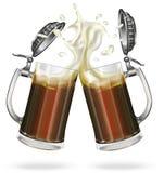 Deux tasses en verre de bière foncée Photo libre de droits
