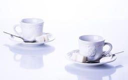 Deux tasses pour le thé avec du sucre Images libres de droits