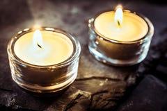 Deux Tealights romantique sur l'ardoise Images libres de droits