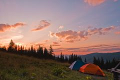 Deux tentes au coucher du soleil Image stock