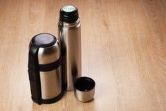 Deux thermoses de chrome Photo libre de droits