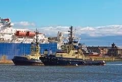 Deux tractions subites dans le port image libre de droits