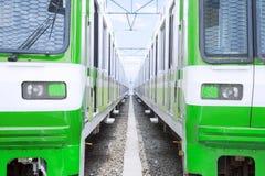 Deux trains électriques verts Images stock